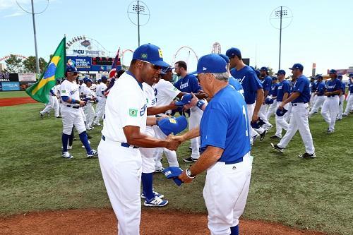Os Ex-atletas da MLB e treinadores da seleção brasileira de beisebol 106038cd612