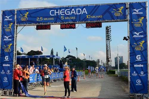 4143909678d Porto Alegre encerra temporada 2013 da Mizuno 10 Miles Series ...