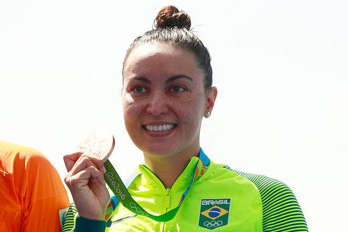 Poliana Okimoto é bronze para o Brasil / Foto: Adam Pretty / Getty Images