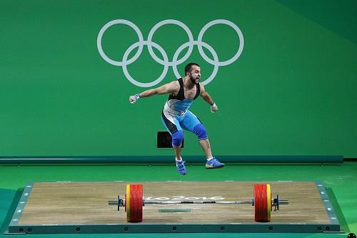 Na categoria até 77kg do masculino, cazaque Nijat Rahimov superou chinês Xiaojun Lyu / Foto: Julian Finney/Getty Images