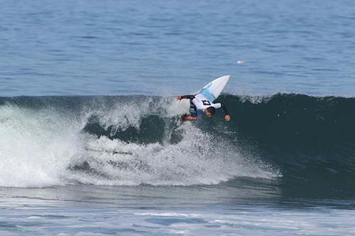 Caio Costa vence a categoria júnior no Hang Loose Surf Attack  / Foto:  Munir El Hage